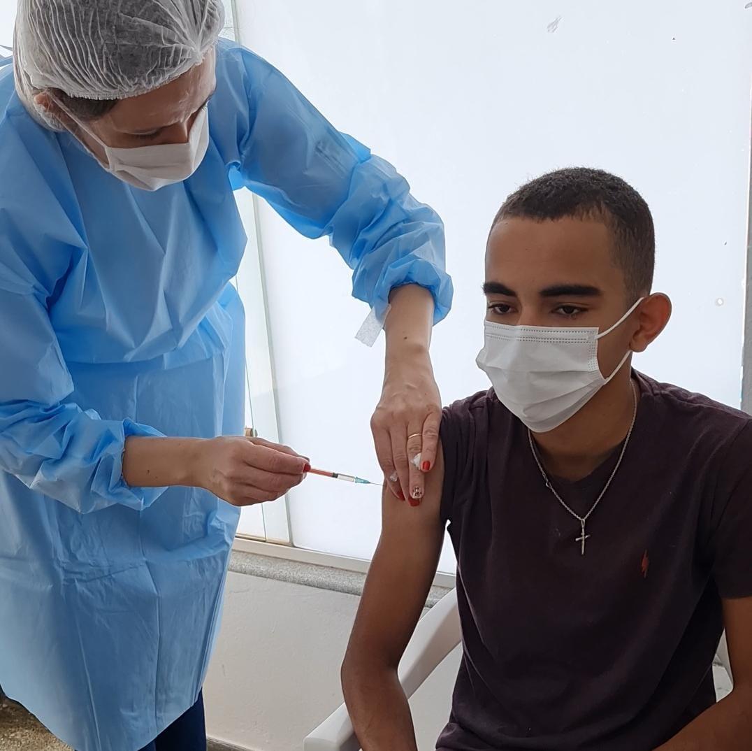 Comunicado: Ministério da Saúde emite nota e suspende vacinação de adolescentes sem comorbidades